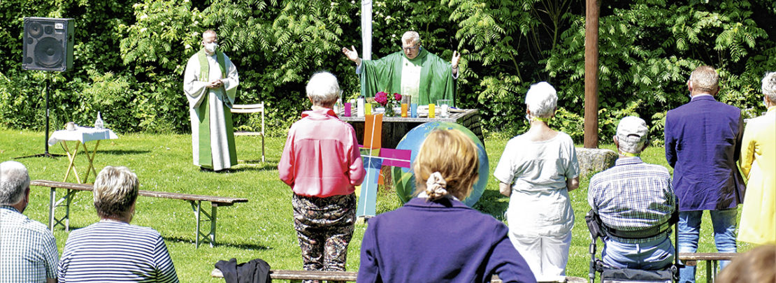 """Pastor Ludger Eilebrecht (links) hatte mit Dr.Michael Bredeck einen herausragenden Gast bei der """"Kirche am See"""". Foto: Körtling"""
