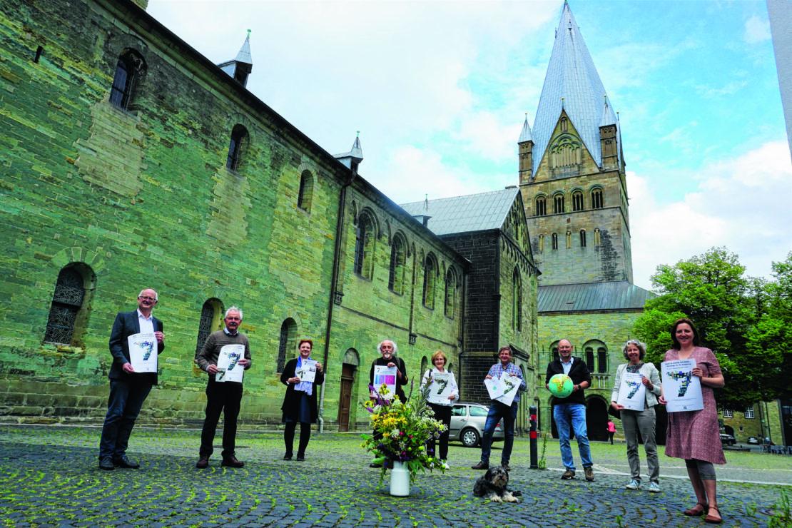 Die Mitglieder des Arbeitskreises Kirche und Klima Soest präsentieren das Programm der Klimatage. (Foto: Körtling)