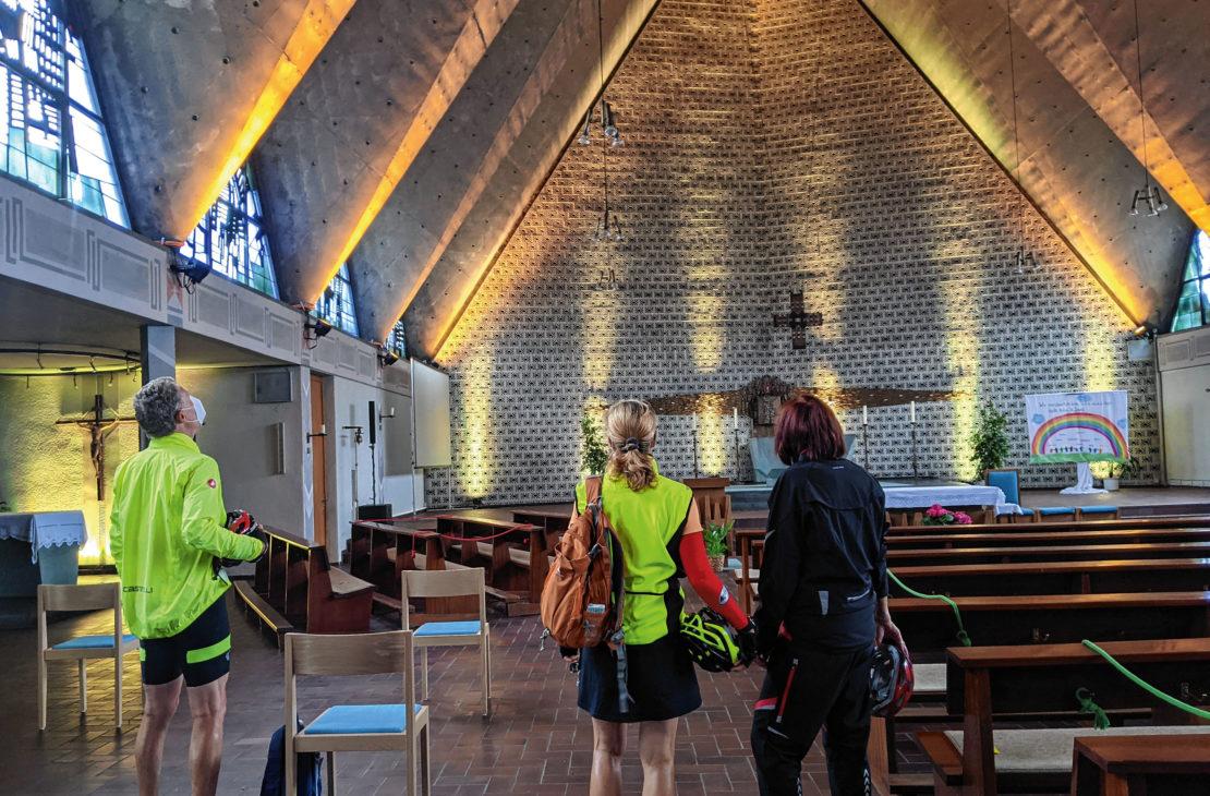Einen Raum der Inspiration und Entspannung bietet die Fröndenberger Fahrradkirche. (Foto: Helmut Rauer)